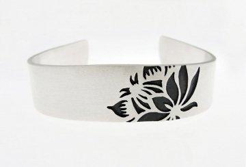 Protea single flower bracelet