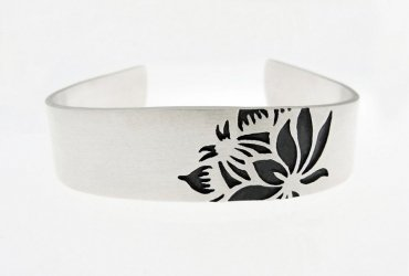 Protea single flower bracelet